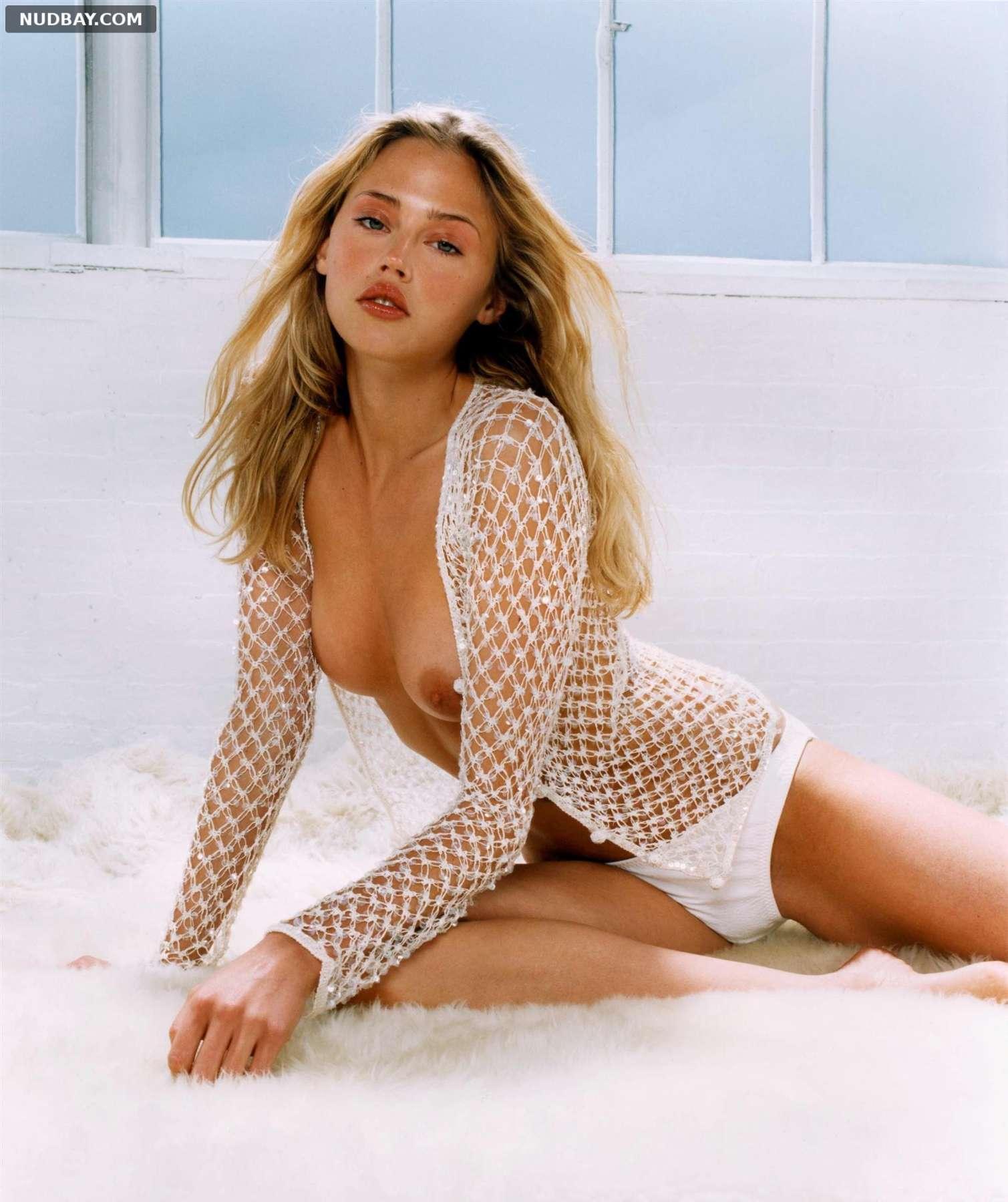 Estella Warren nude in sexy photoshoot