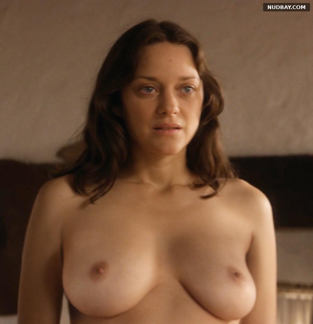 Marion Cotillard nude in Les fantômes d'Ismaël