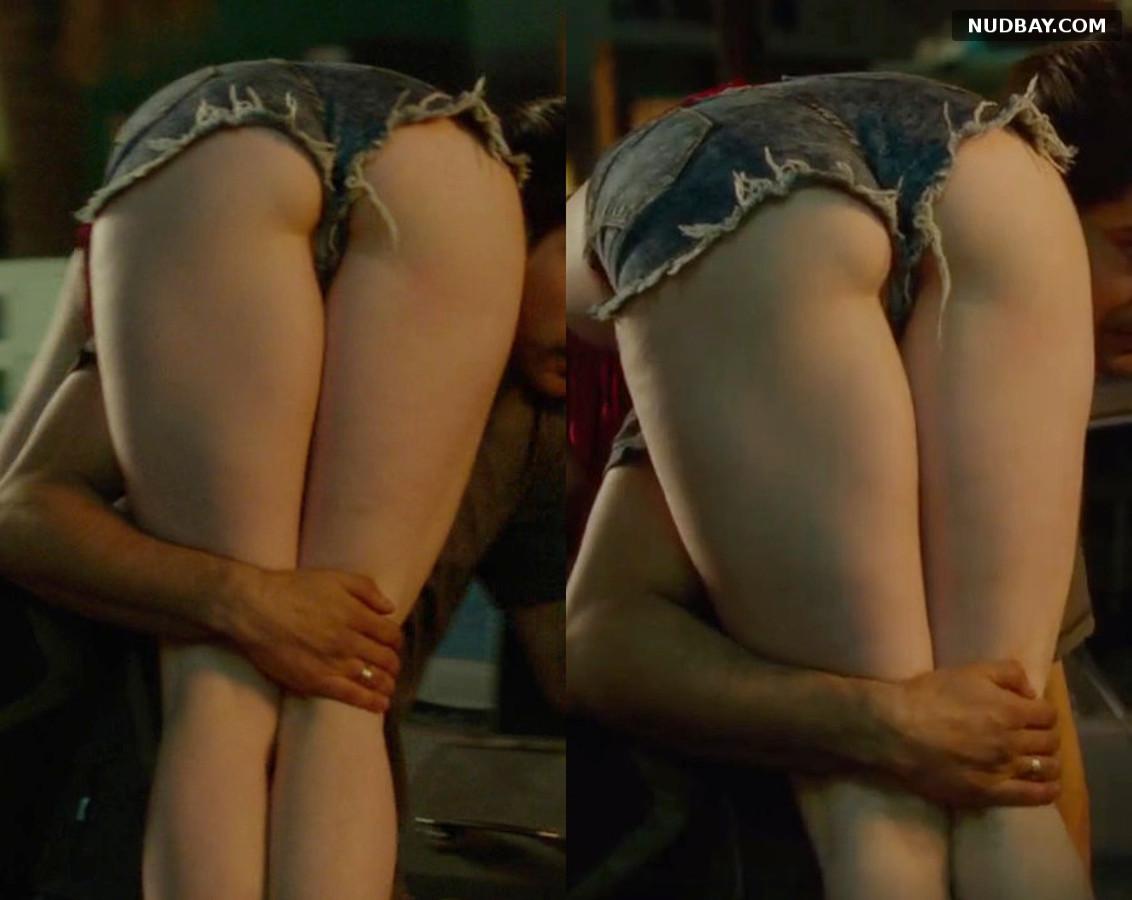 Nicole LaLiberte nude ass in Smartass