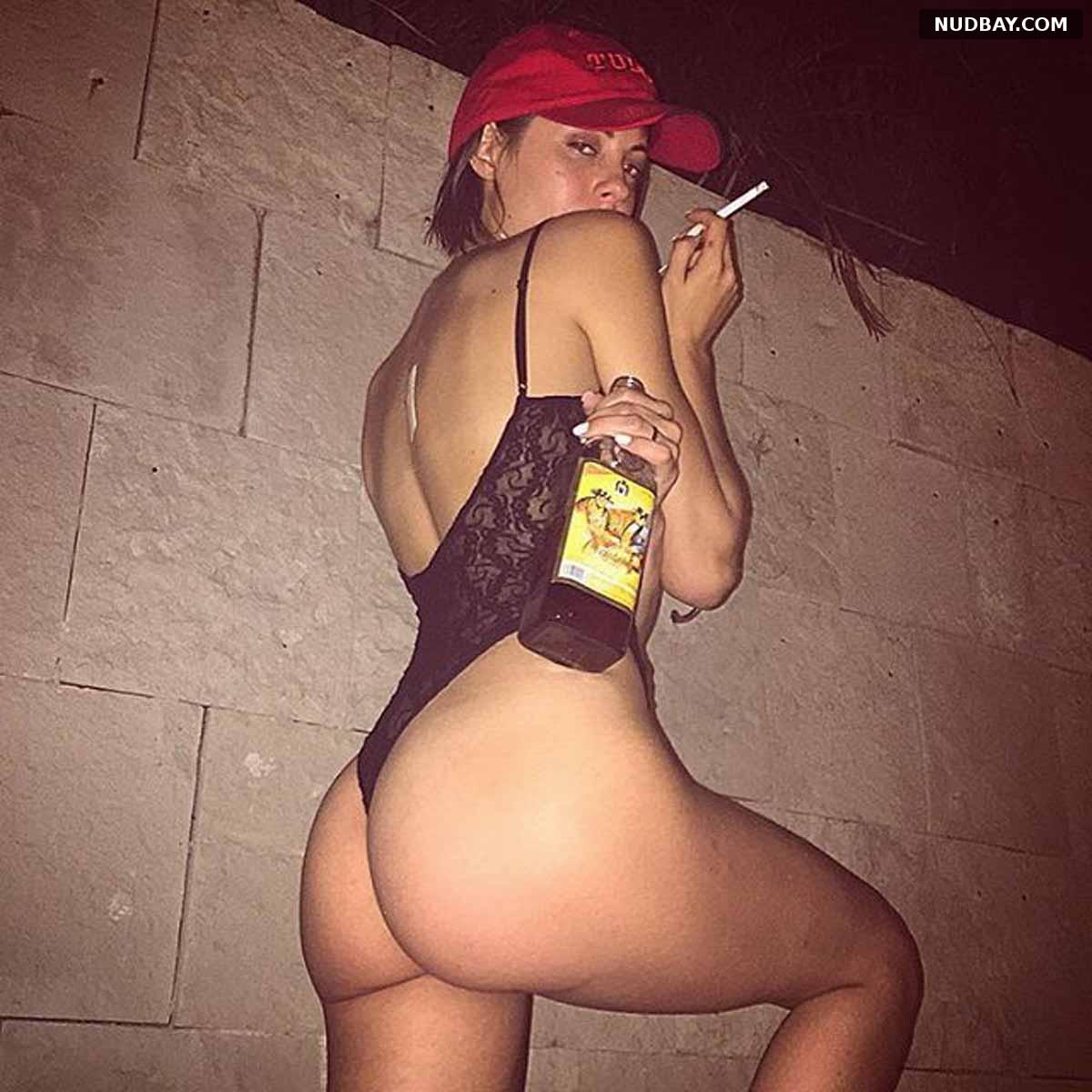 Willa Holland nude ass