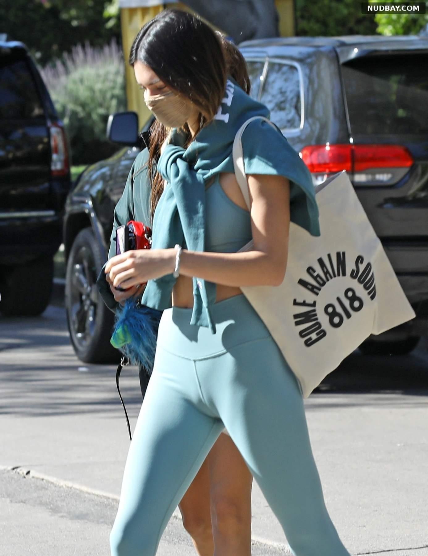 Mila Kunis Cameltoe