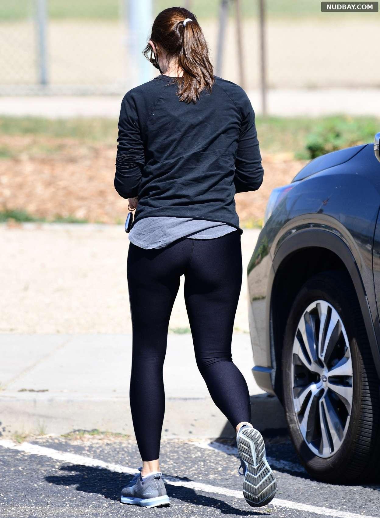 Jennifer Garner ass at a park in Brentwood