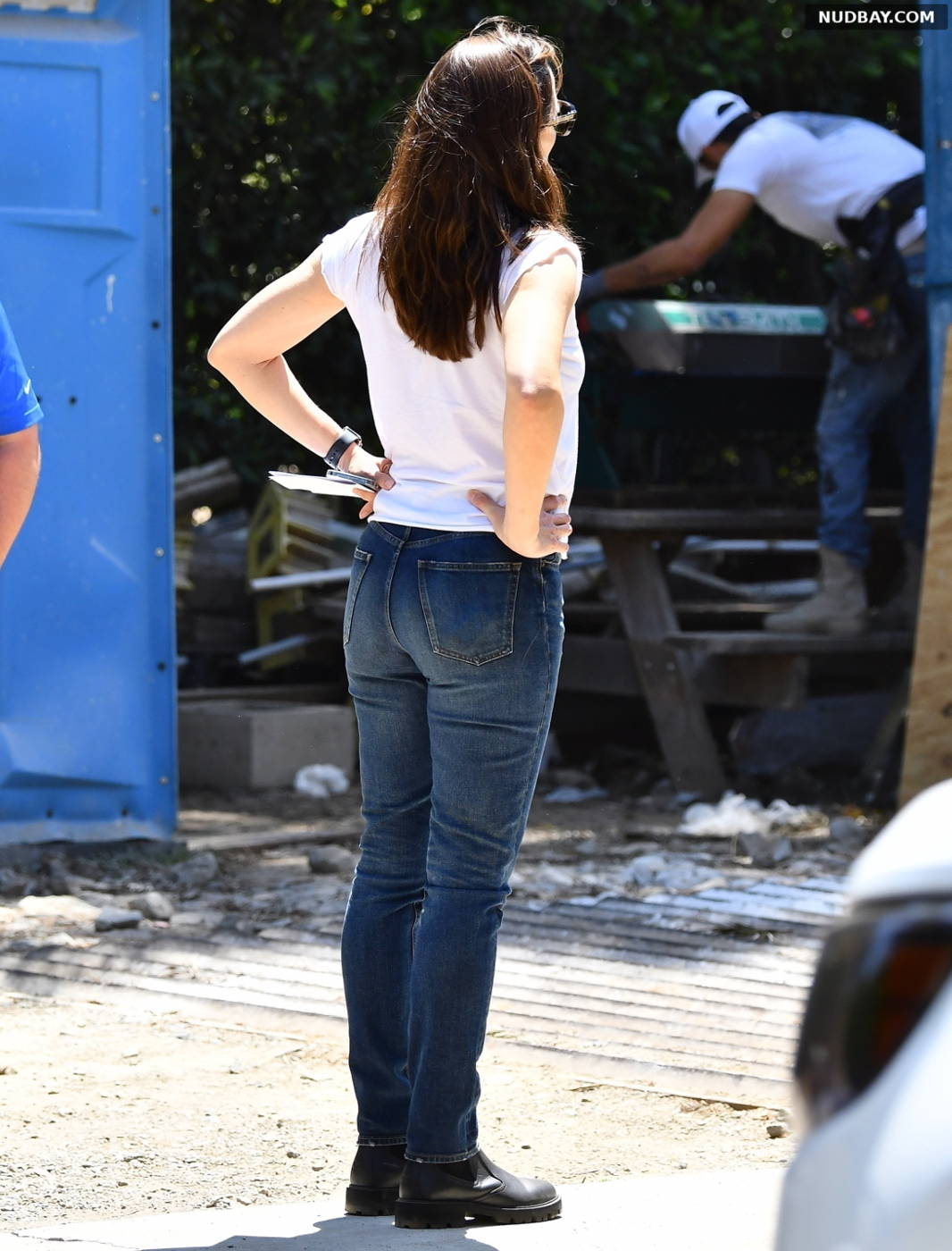 Jennifer Garner checking on the progress of her new home in Brentwood