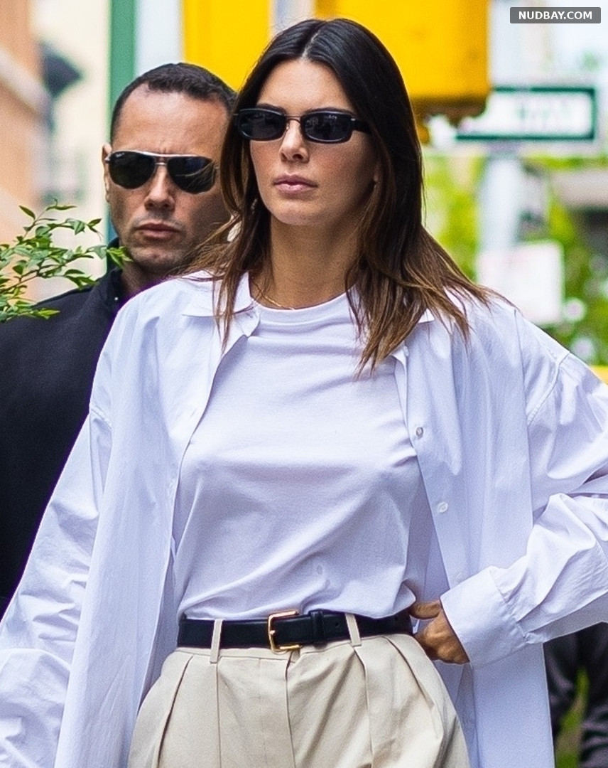 Kendall Jenner pokies out for brunch with friends in New York Apr 27 2021