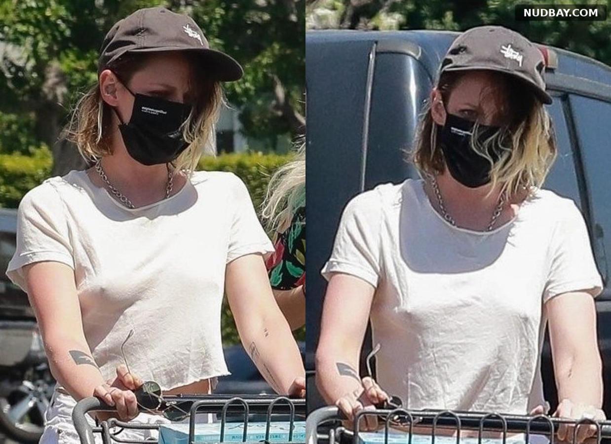 Kristen Stewart Sharp Pokies at Gelson's in Los Feliz