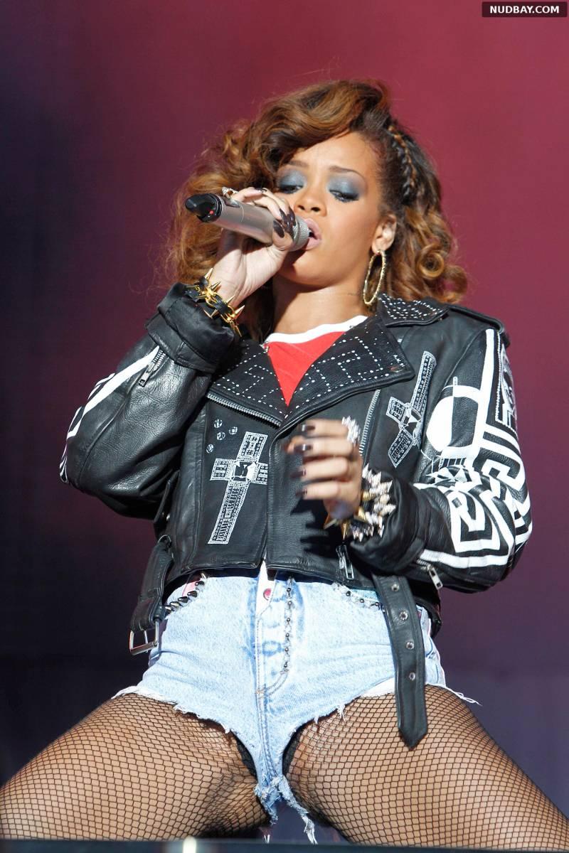 Rihanna oops pussy 1