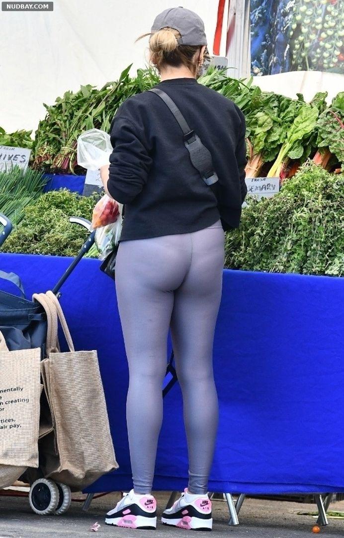 Sarah Michelle Gellar ass at a farmers market in Brentwood 1