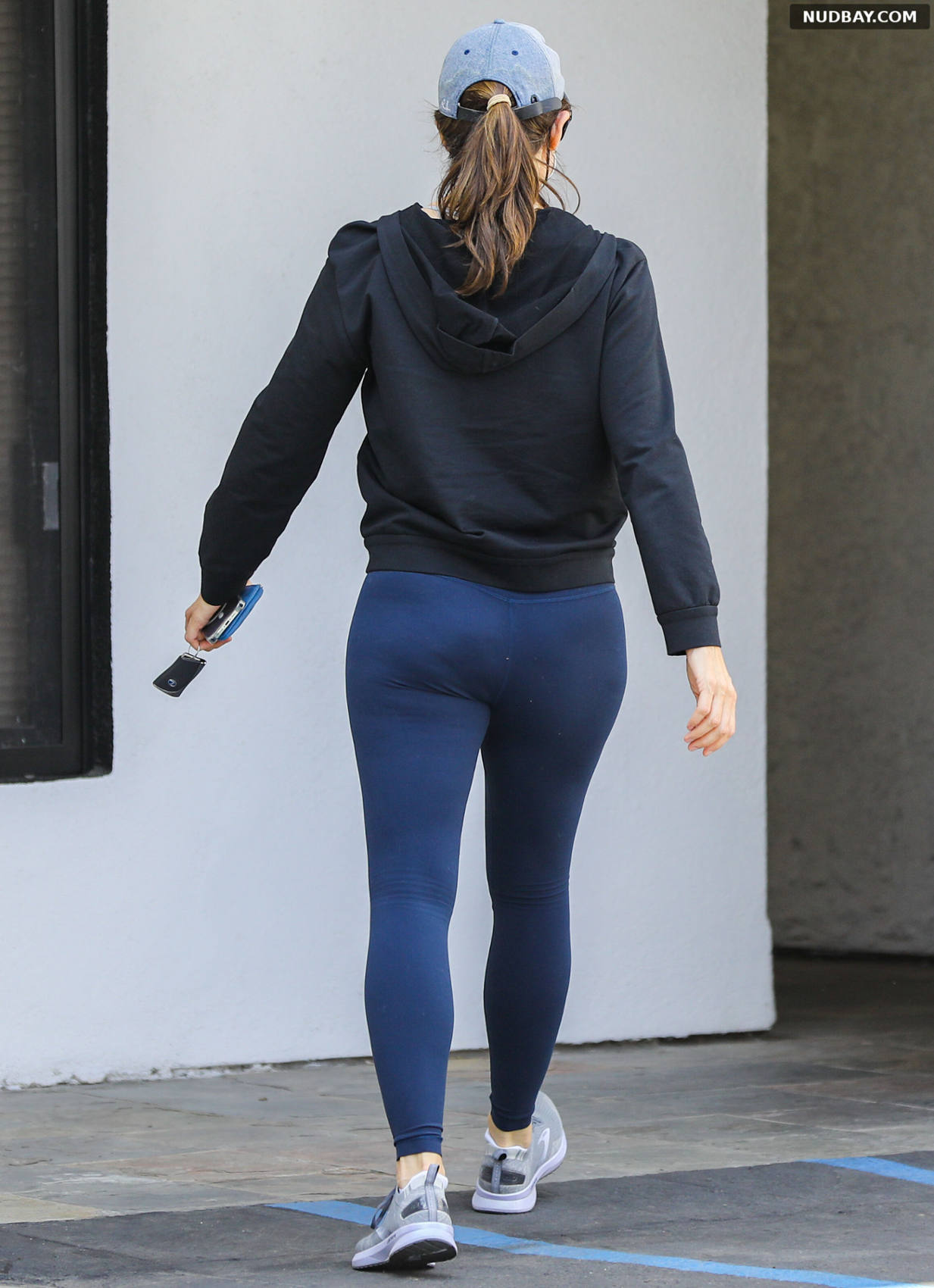 Jennifer Garner ass outside a gym in Los Angeles May 8 2021