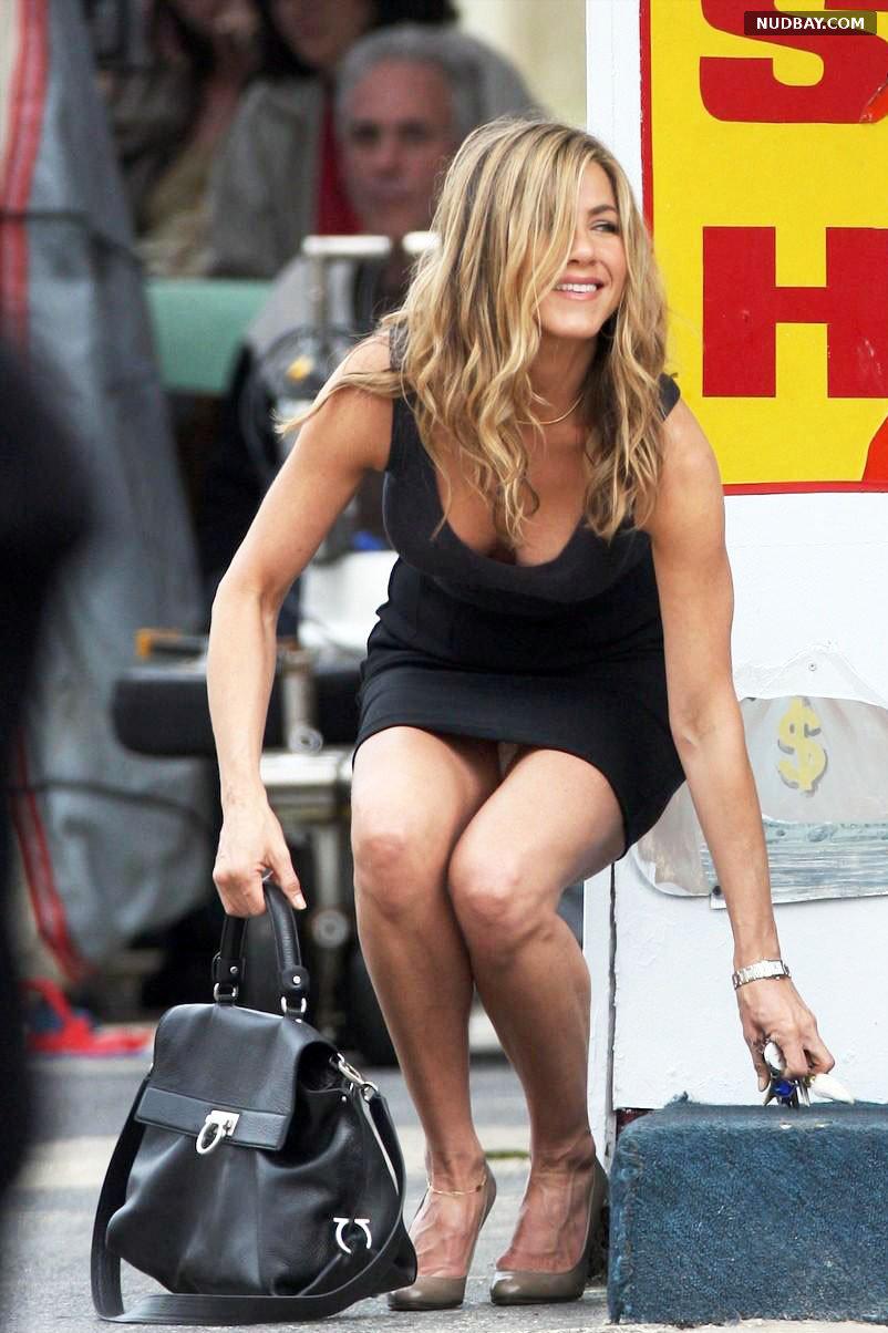 Jennifer Aniston in Upskirt on the Set of Bounty Hunter in Atlantic City New Jersey 2009