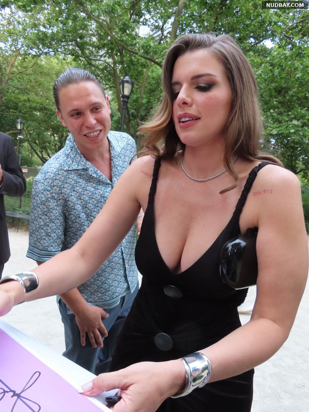 Julia Fox Cleavage Signs for fans at Battery Park New York Jun 18 2021