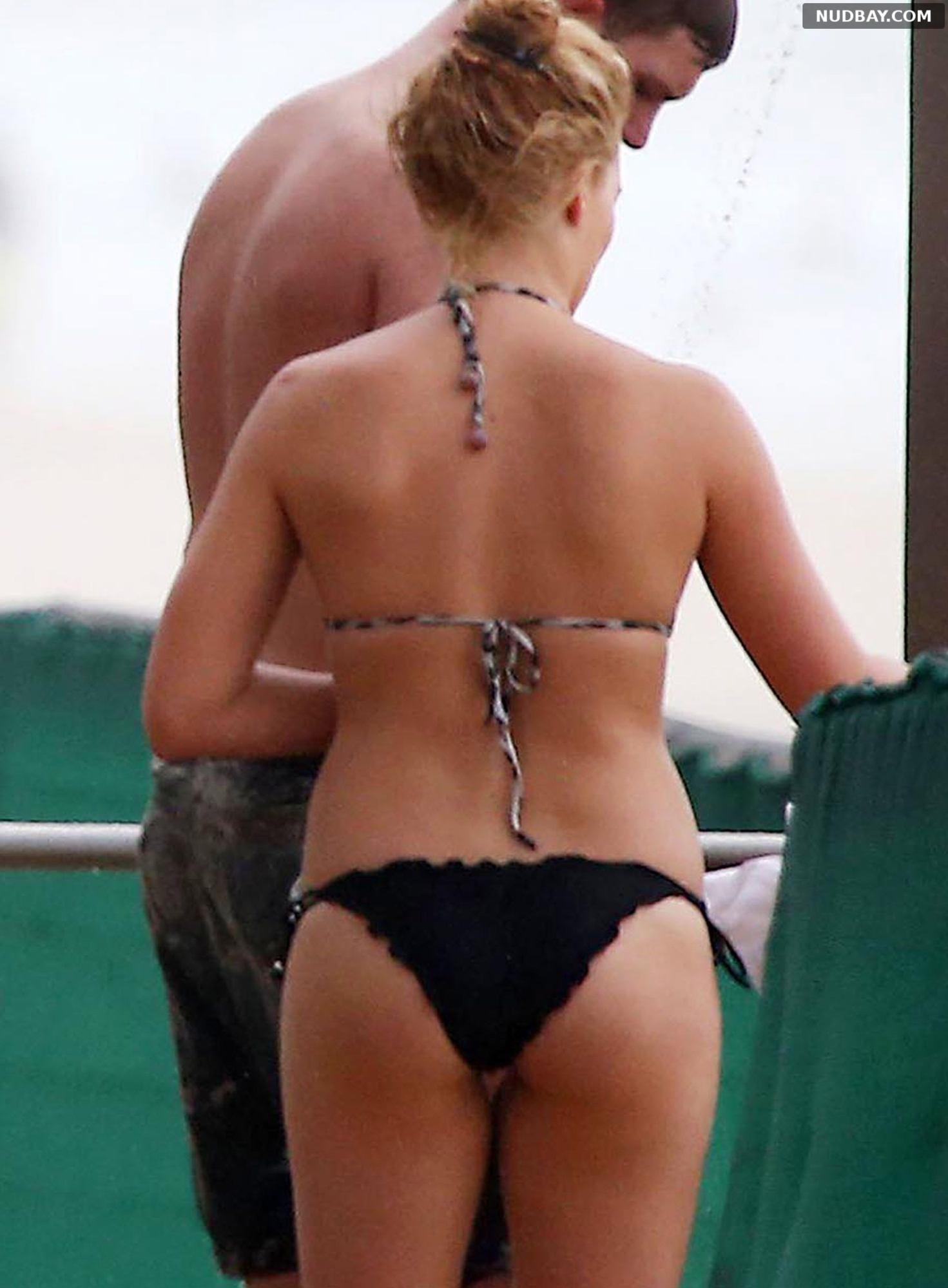 Margot Robbie Ass wearing a bikini at a beach in Byron Bay Dec 29 2014