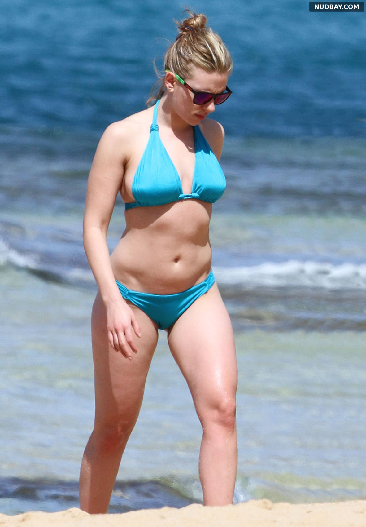 Scarlett Johansson on the beach in Hawaii Feb 10 2012