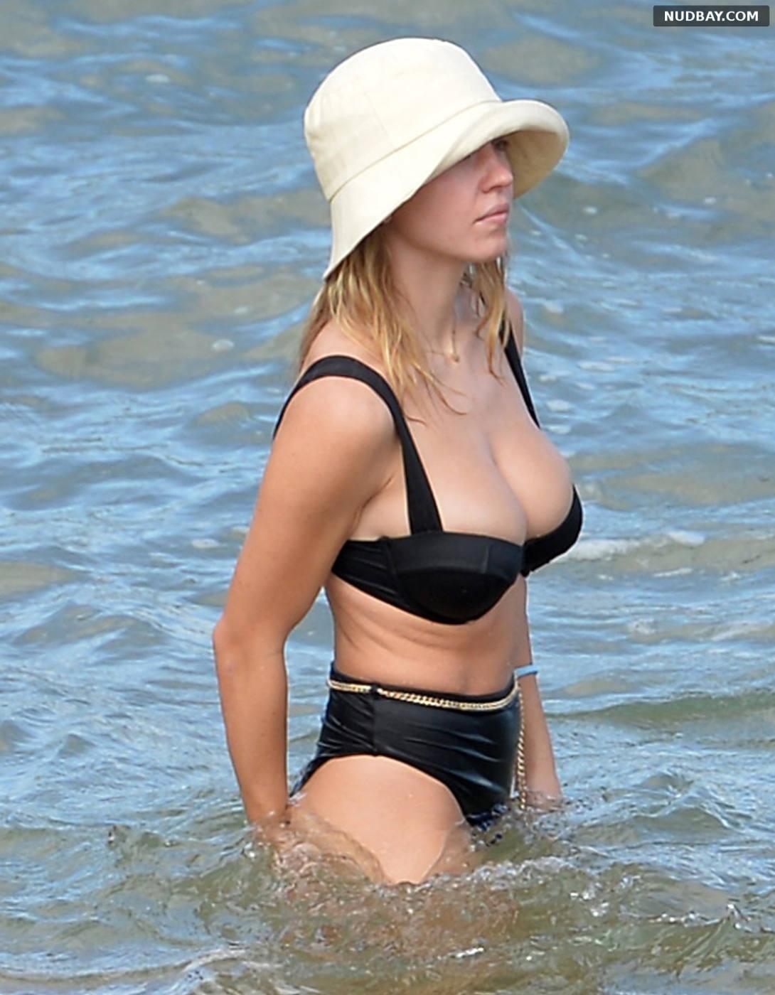 Sydney Sweeney on the beach in Maui Hawaii Nov 24 2020
