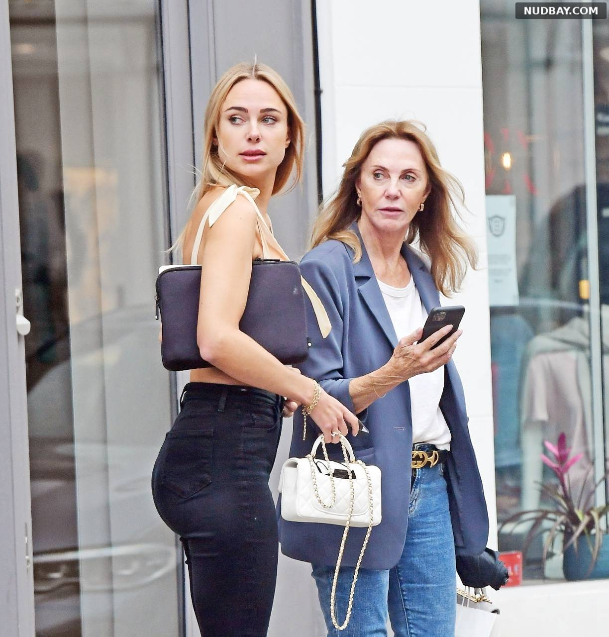 Kimberley Garner Ass shopping with her mother in Chelsea London Jul 05 21