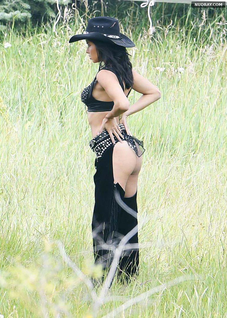 Adriana Lima Hot Victoria Secret's upcoming holiday catalog in Aspen Aug 15 2017