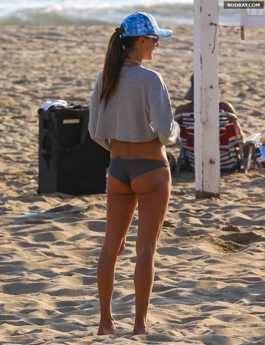 Alessandra Ambrosio Booty volleyball game on the beach in Malibu Aug 21 2021