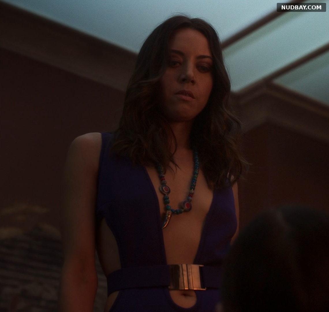 Aubrey Plaza Cleavage in Legion (2017)