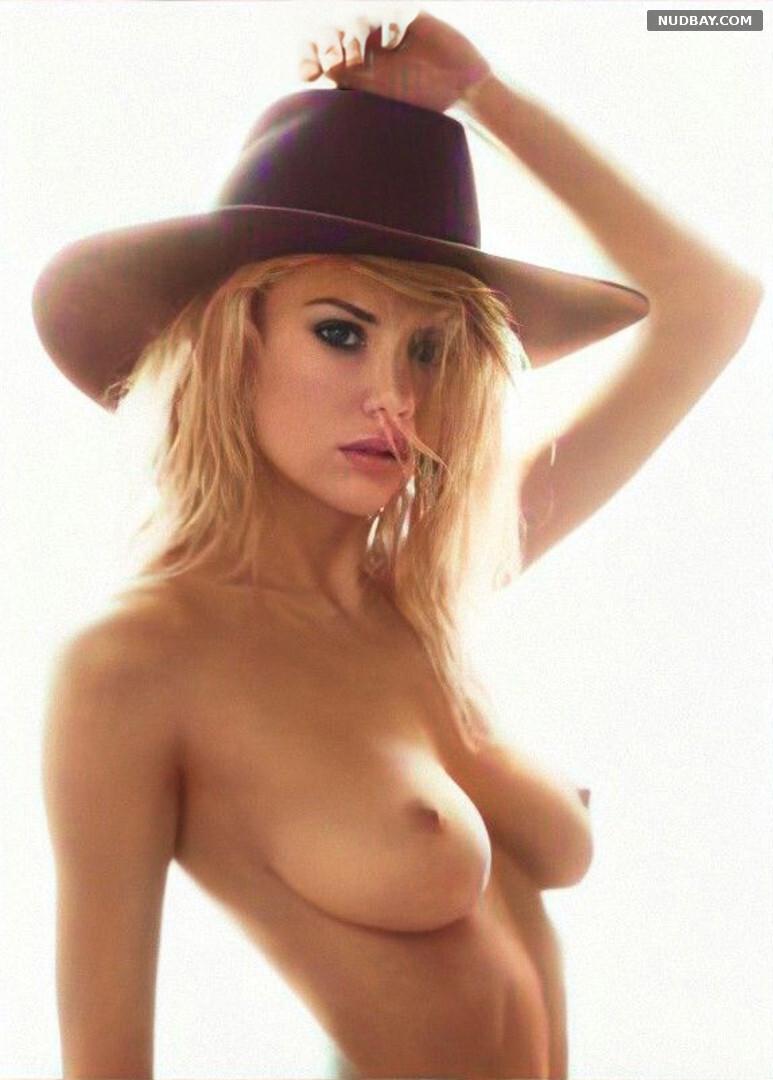 Charlotte McKinney nude boobs 2021
