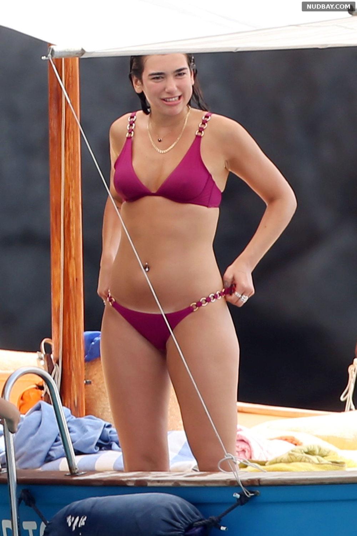 Dua Lipa sexy in pink bikini on vacation in Capri Aug 26 2017