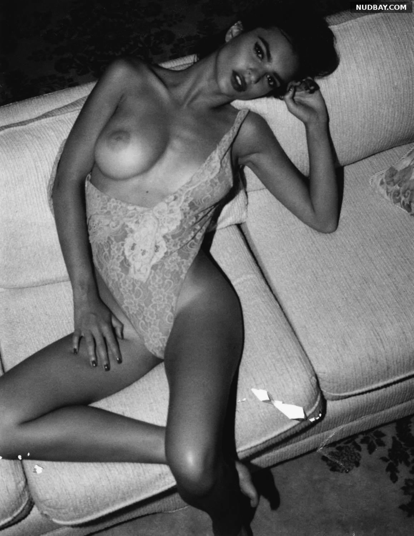 Emily Ratajkowski sexy titty posed 2021