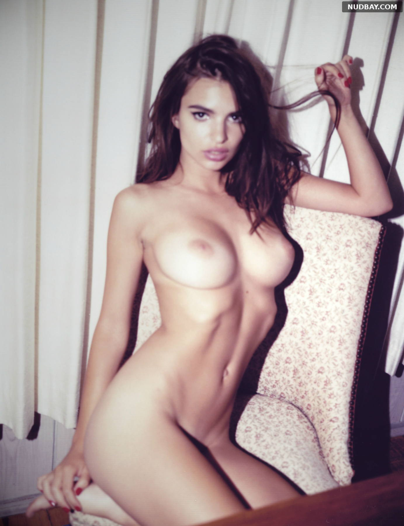 Emily Ratajkowski showed off her huge tits without panties 2021