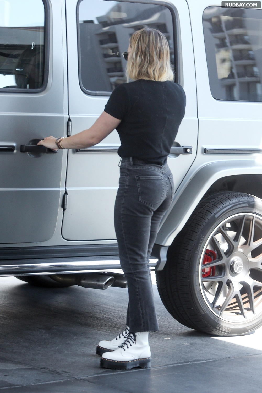 Hilary Duff Booty At a gas station in West Hollywood Nov 20 2019