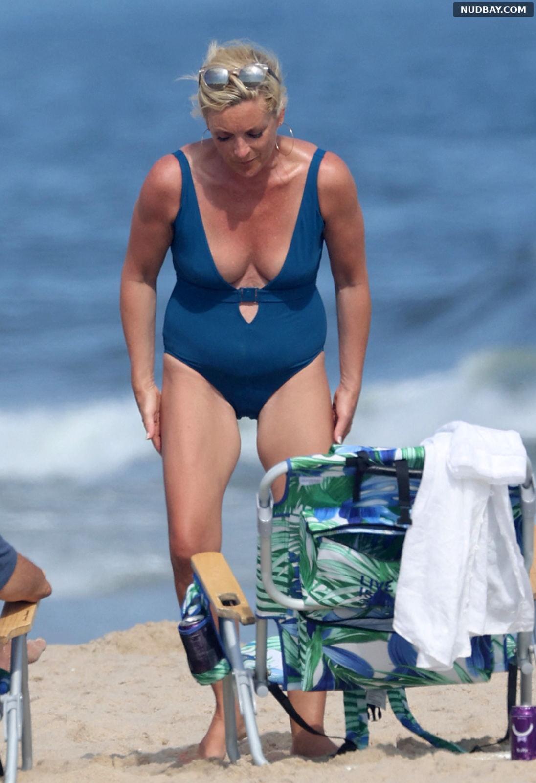 Jane Krakowski on the beach in the Hamptons Aug 14 2021