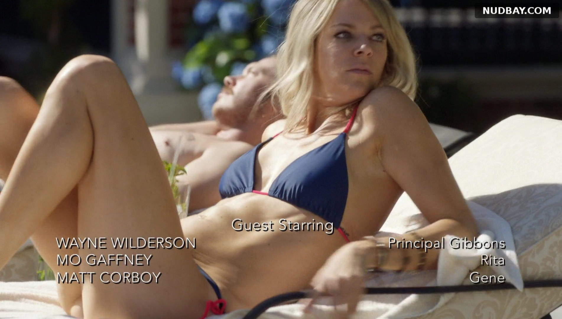Kaitlin Olson crotch butt in The Mick (2017)