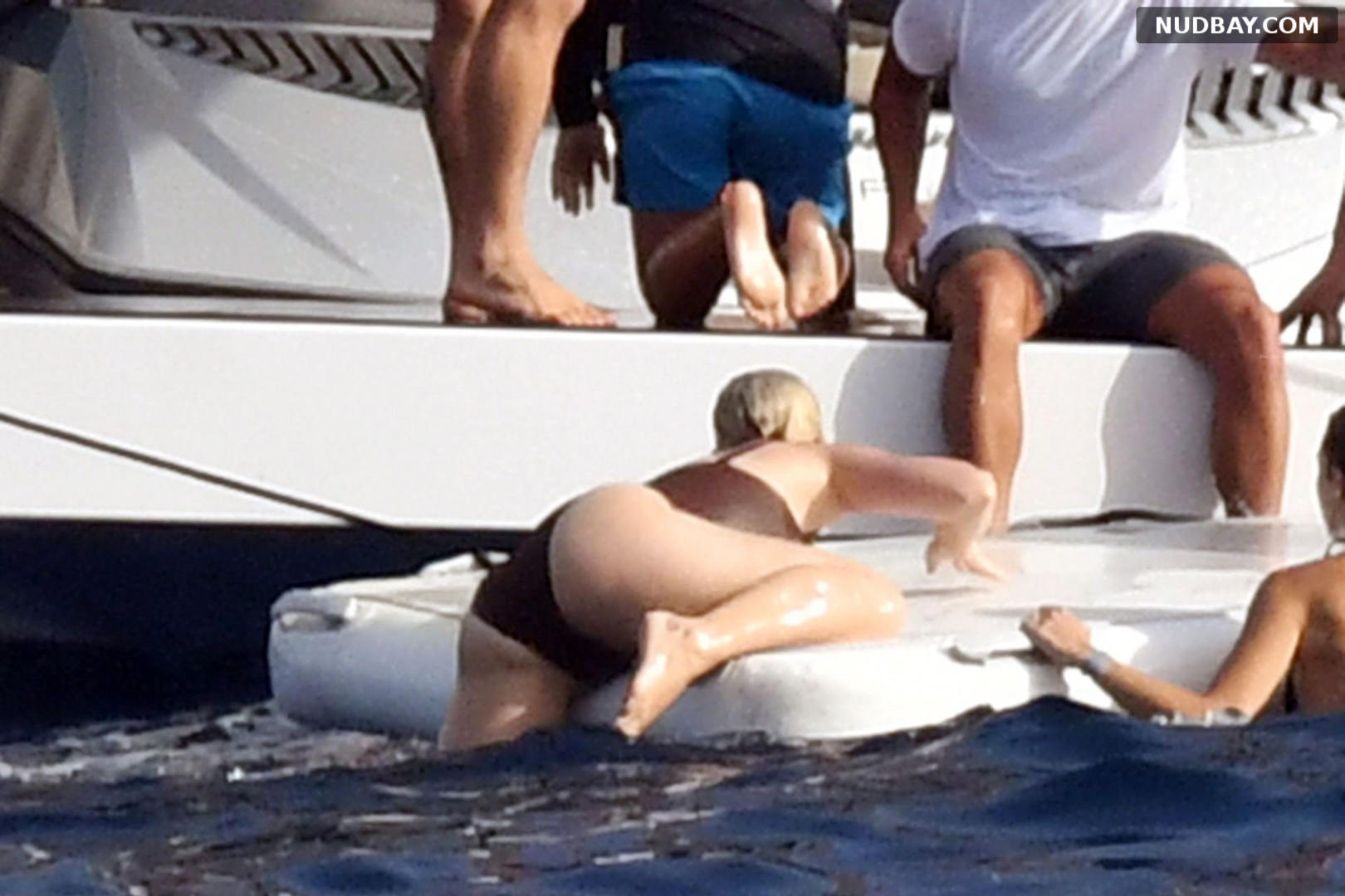 Katy Perry Ass on the PDA out in Capri Aug 01 2021