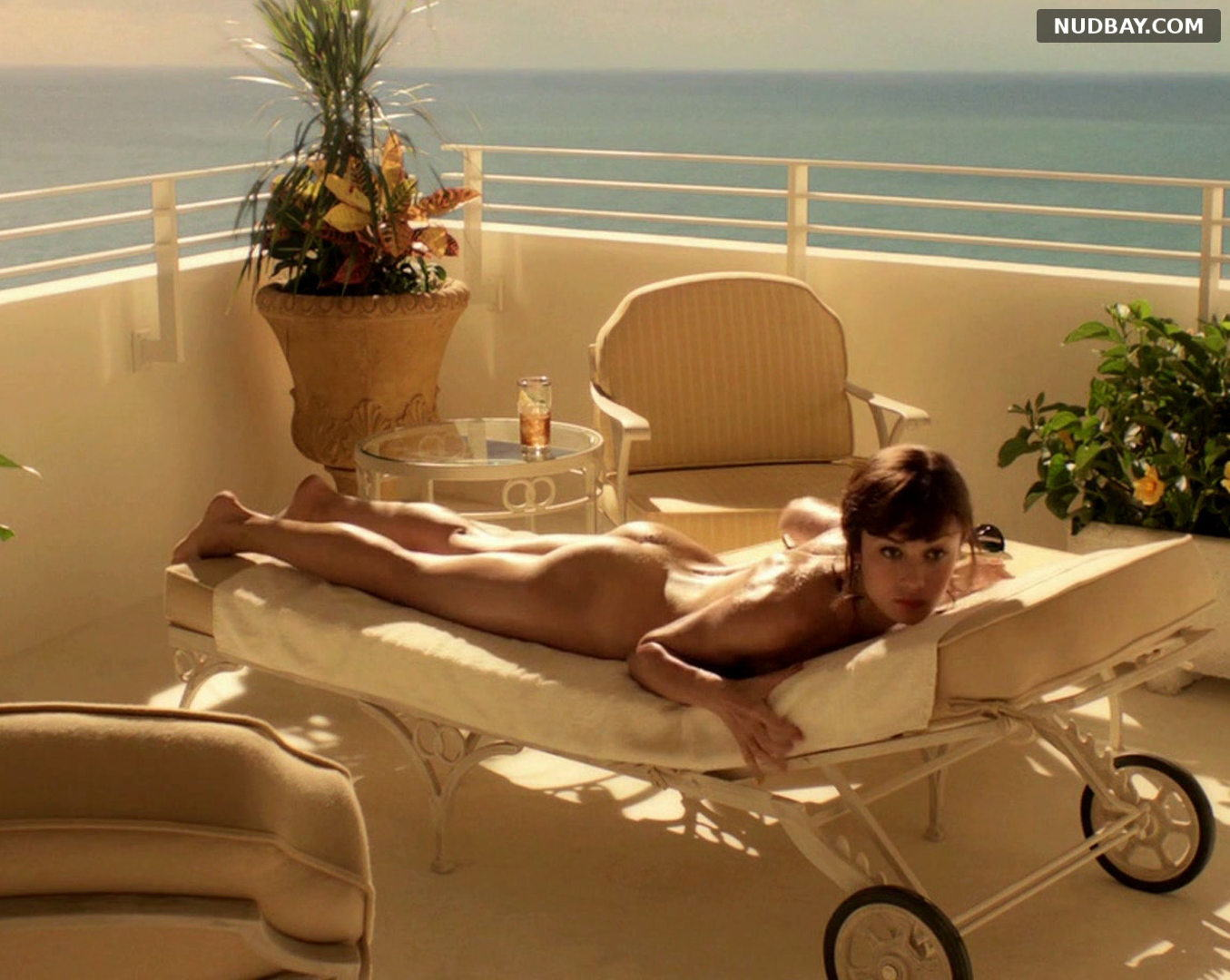 Olga Kurylenko naked ass Magic City S01E01 (2012)