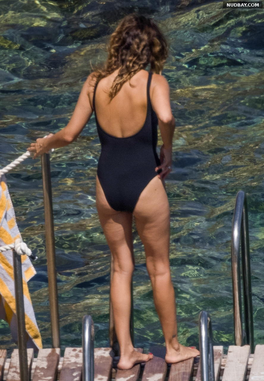 Penelope Cruz ass in a black one-piece in Argentario Aug 19 2021
