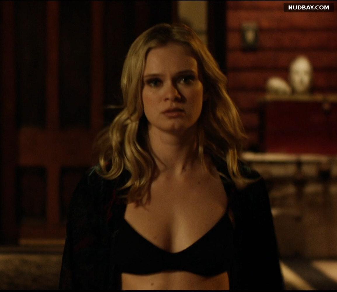 Sara Paxton cleavage in Cheap Thrills (2013)