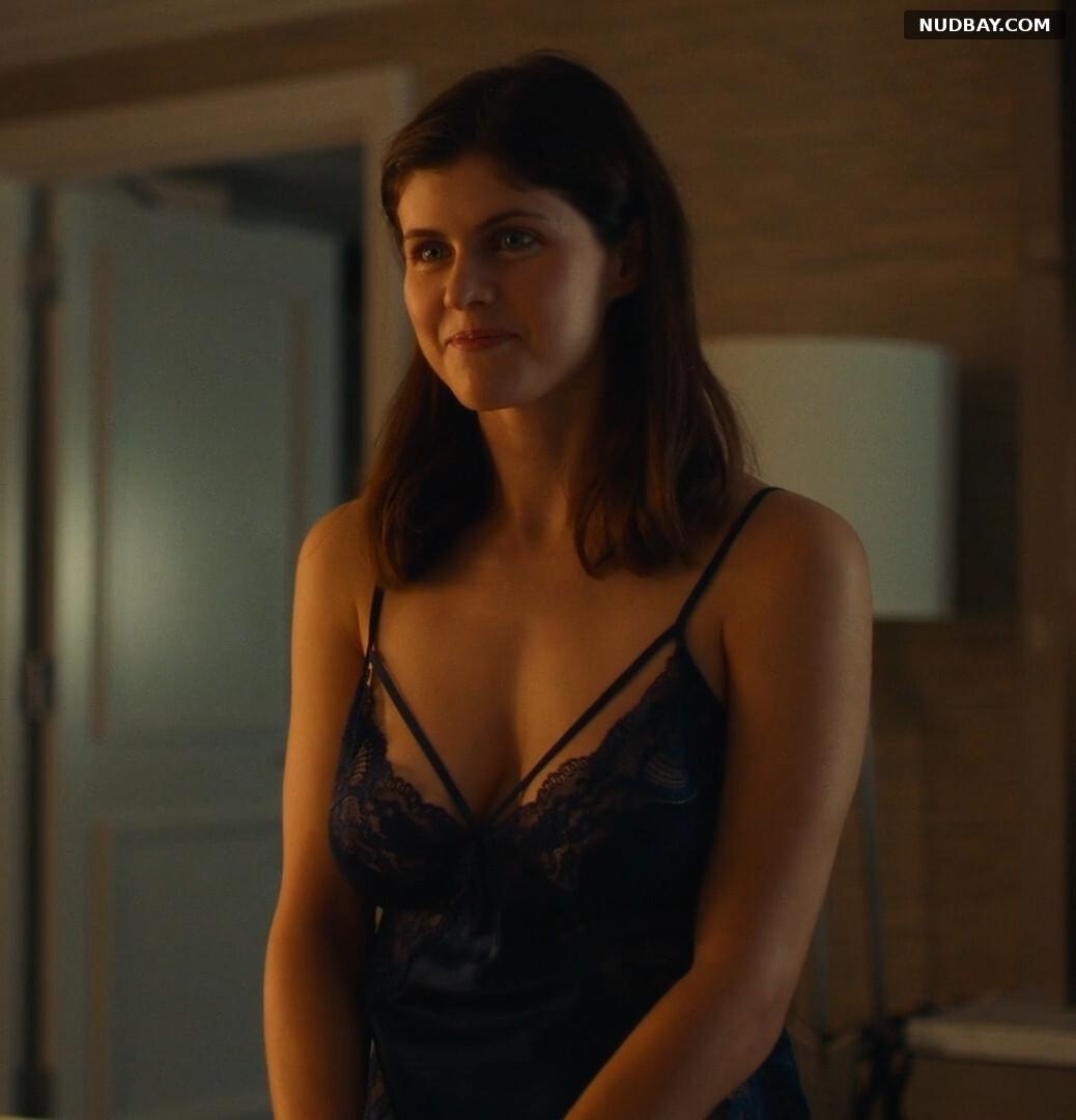 Alexandra Daddario nude hanging boobs 2021