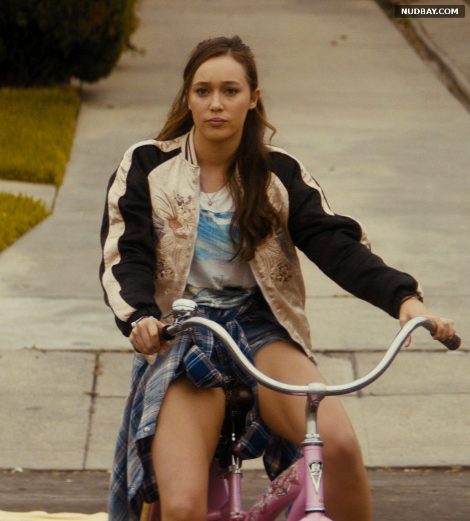 Alycia Debnam-Carey nude in Fear the Walking Dead S01E01 (2015)