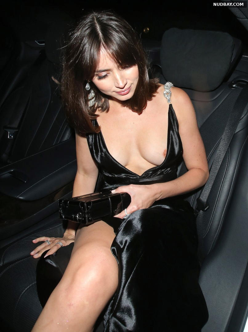 Ana de Armas Nipslip at the premiere of No Time To Die in London September 28 2021 01