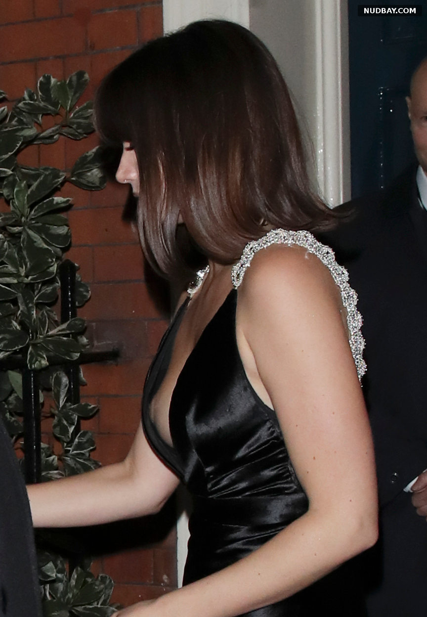 Ana de Armas oops at the premiere of No Time To Die in London September 28 2021