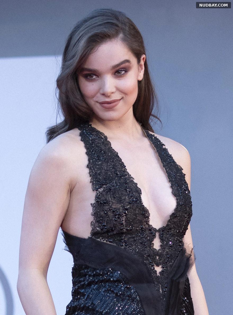 Hailee Steinfeld cleavage 78th Venice Film Festival Sep 09 2021