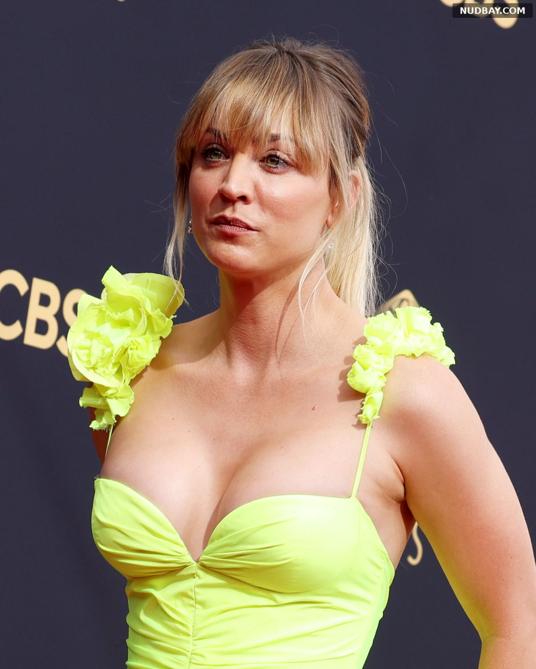 Kaley Cuoco tits 73rd Primetime Emmy Awards in Los Angeles Sep 19 2021