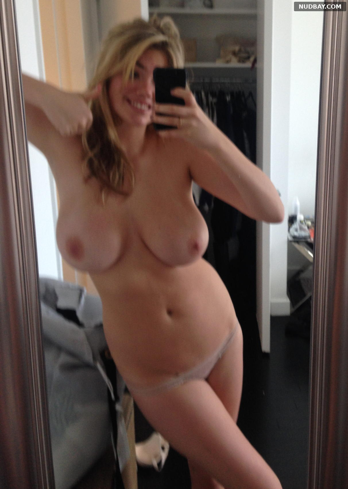 Kate Upton nude selfie shows tits 2021