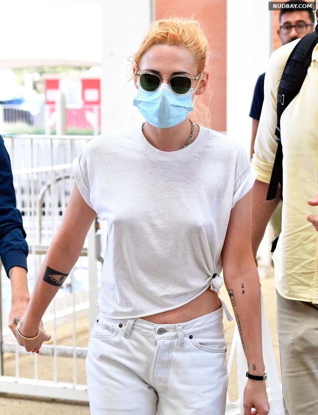 Kristen Stewart Pokies out in Venice Sep 02 2021