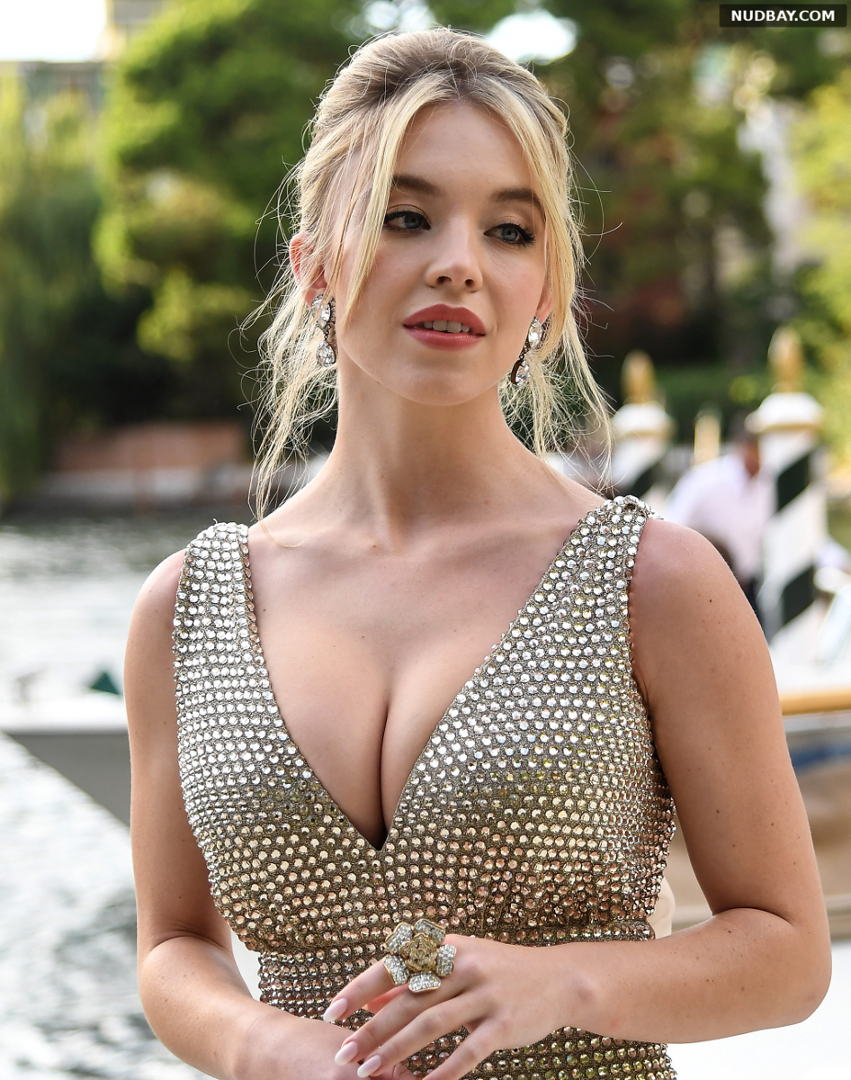 Sydney Sweeney Cleavage Dolce & Gabbana fashion show in Venice Aug 29 2021