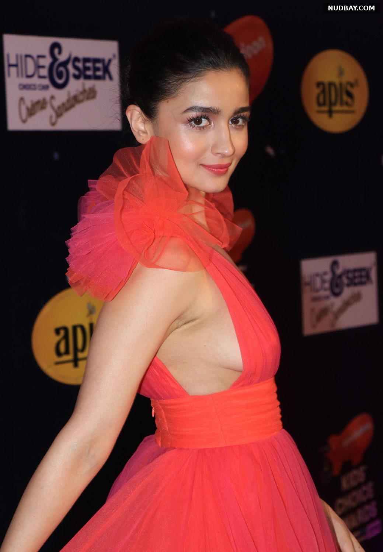 Alia Bhatt Side Boobs at Nickelodeon Choice Awards in Mumbai December 13 2018