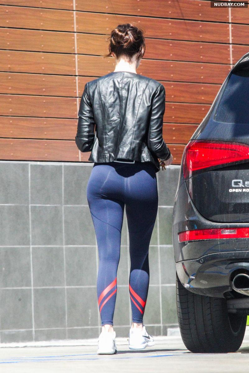 Emma Stone Booty at gas station in Malibu Mar 26 2016