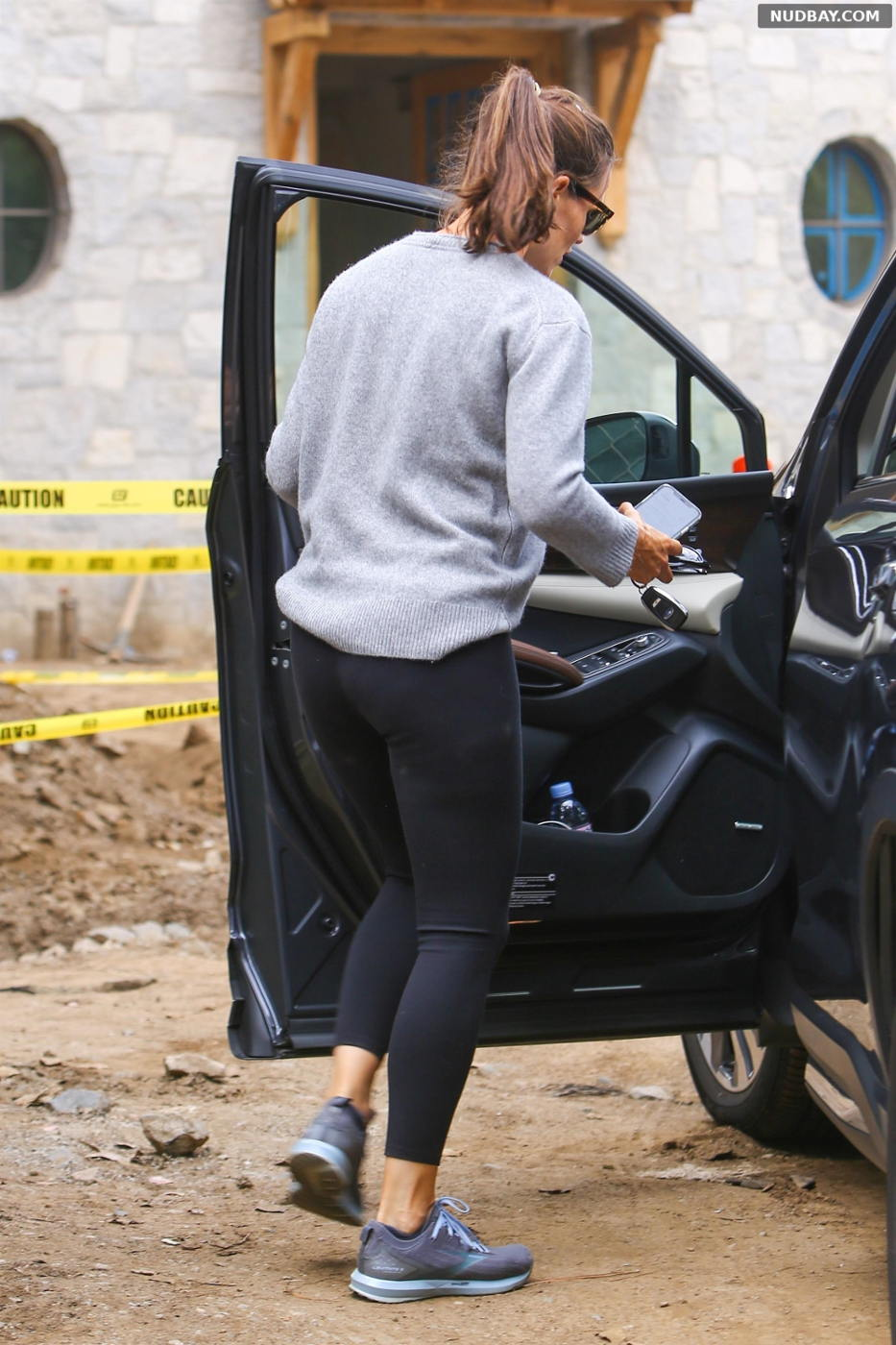 Jennifer Garner checking on the progress of her new home in Brentwood Oct 07 2021