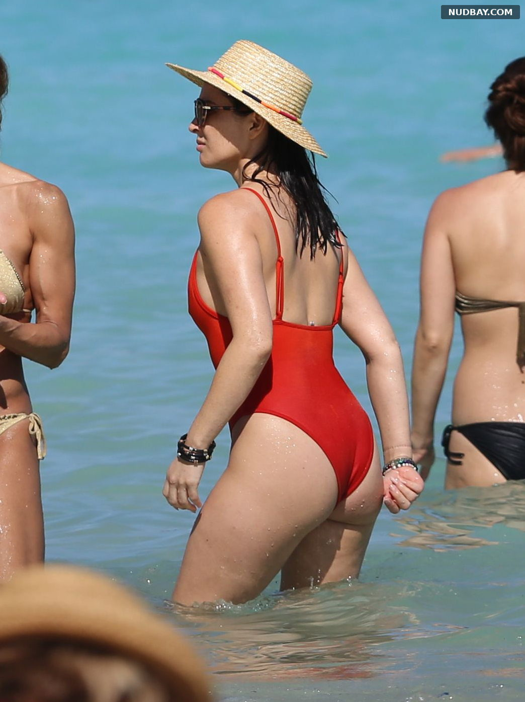Olivia Munn Ass in a bikini on the Beach in Hawaii Dec 09 2017